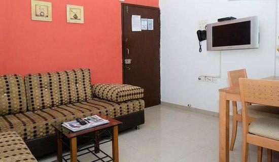 Dream Home Serviced Apartment Bunder Road Malad West: Livinf Room