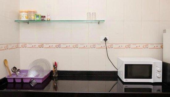 Dream Home Serviced Apartment Bunder Road Malad West: Kitchen
