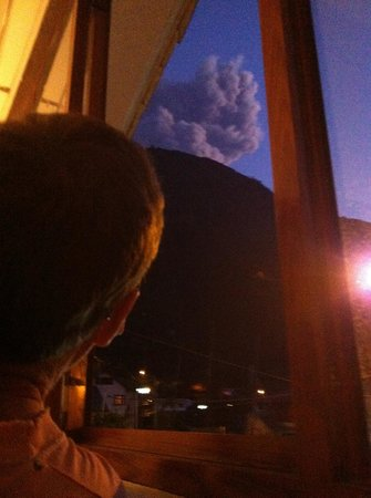 Hostal Residencial Bajo El Volcan : Watching the local volcano from our bedroom - as you do...