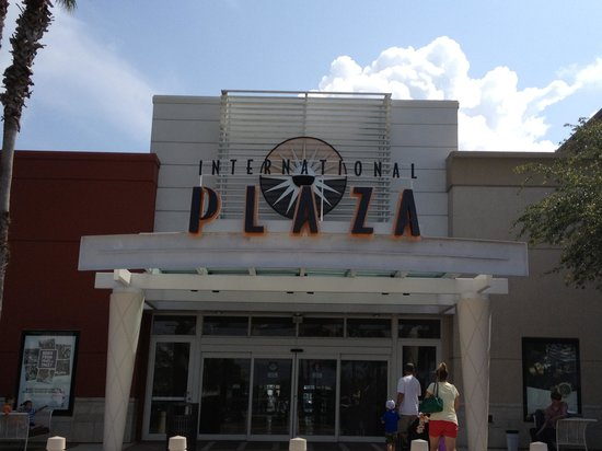 International Plaza and Bay Street : Mall entrance