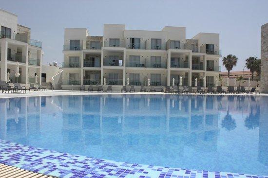 Amphora Hotel & Suites: Swimming Pool