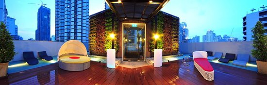 Citrus Sukhumvit 13 by Compass Hospitality: Outdoor Pool