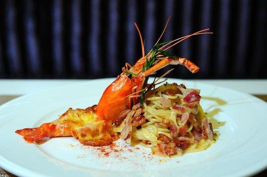 Citrus Sukhumvit 13 by Compass Hospitality: Dining