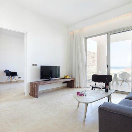 Amphora Hotel & Suites: Suite