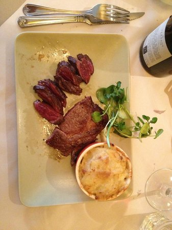 Bistro Les Chats: Half Entrecote half Onglet with Shallots with Dauphinoise