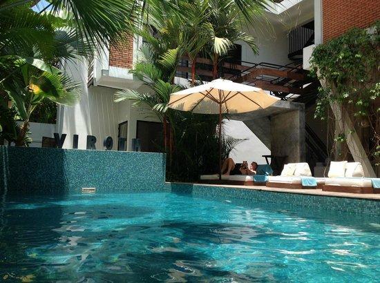 Viroth's Villa: Pool