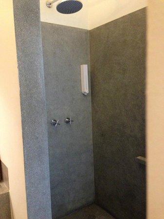 Viroth's Villa: Open Shower
