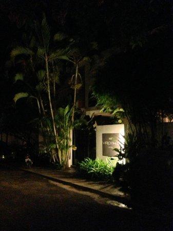 Viroth's Villa: Hotel Entrance