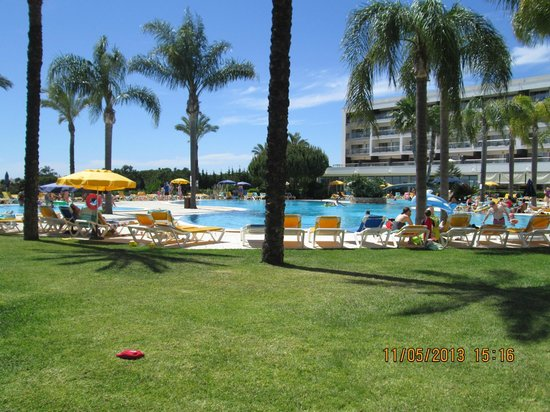Alfagar Alto da Colina: looking towards block 1 & pool