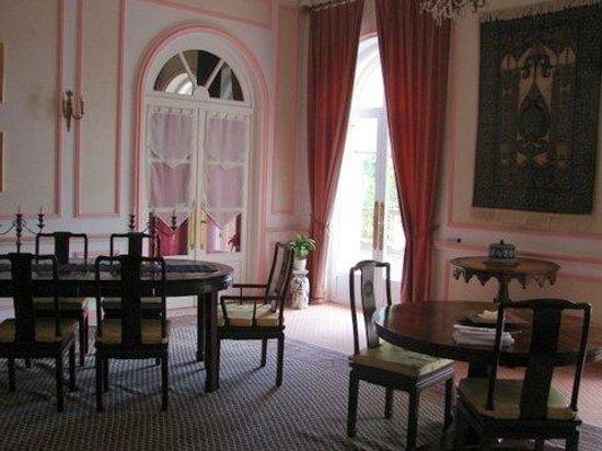 Manoir La Betoulle : breakfast room - generous buffet served each morning