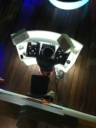 Movenpick Hotel Beirut: The Coolest DJ ever - Playing at the Outside Bar