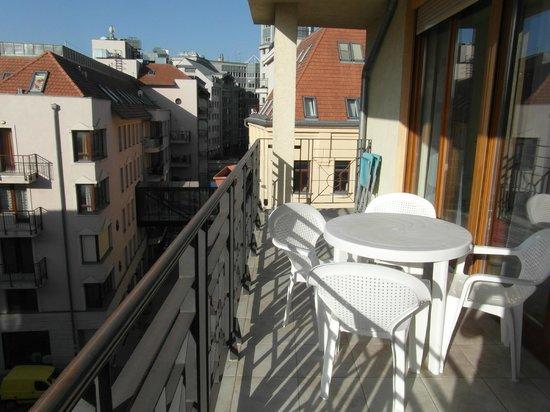 Mango Aparthotel and Spa: Terrazzo con veduta