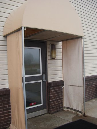 Americas Best Value Inn Hibbing : Side entry: Faded covering and missing light panel