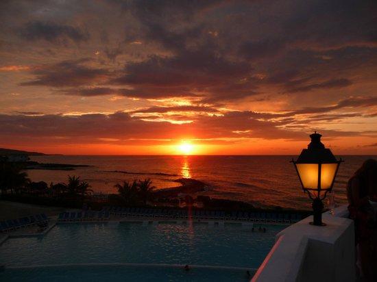 Grand Palladium Lady Hamilton Resort & Spa: view from Infinity Bar