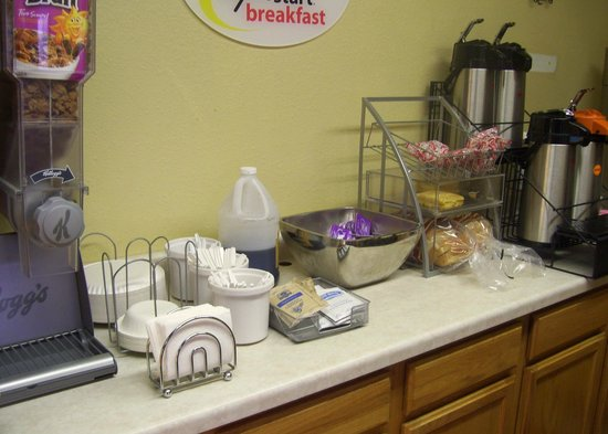 Americas Best Value Inn Hibbing: Unpleasant continental breakfast offerings