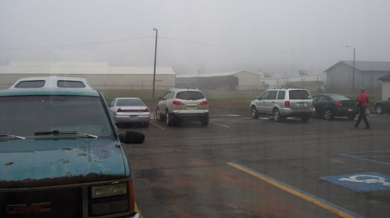 أميريكاز بست فاليو إن: View from room: abandoned warehouses
