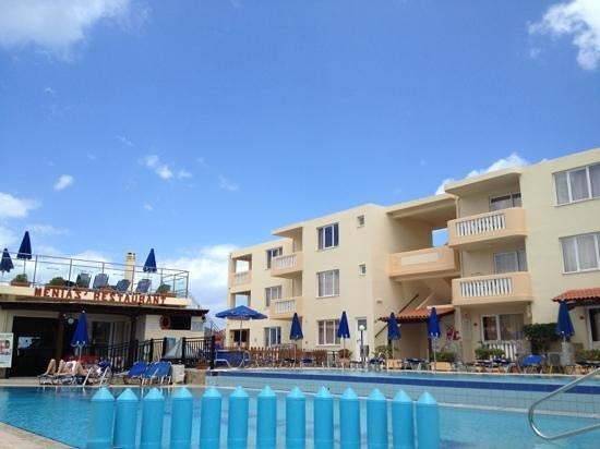 Menia Beach Hotel: ]