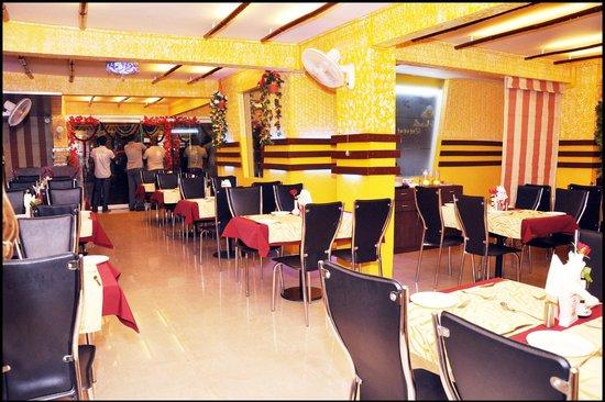 Aundh Retreat: Dining area