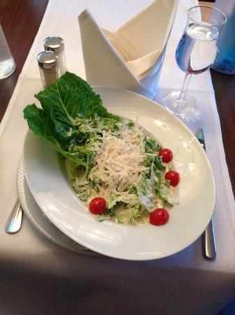 H4 Hotel Münster City Center: Ceasars Salad, frisch und lecker.