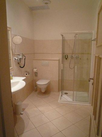 Unitas Hotel: Banheiro quarto standard