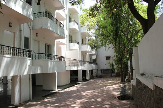 Hotel Surya Villa: The main Building which has service apartments