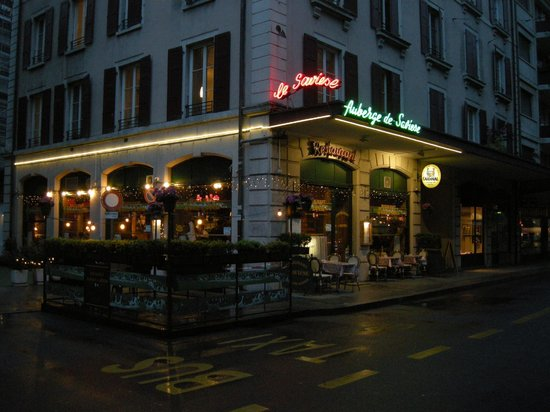 Auberge de Saviese: Outside seating - but not this time!