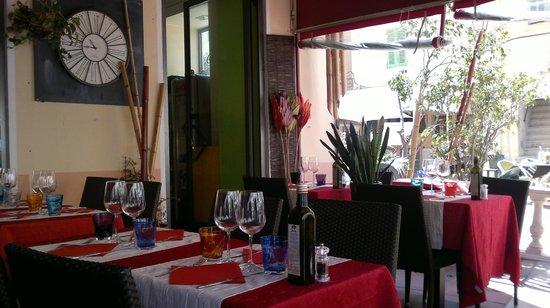La Tavernetta : ambiente curato e colorato