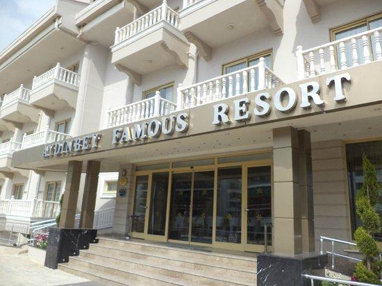 Aydinbey Famous Resort: Buiten zicht Hotel