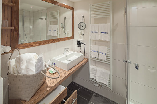 Schüle's Gesundheitsresort & Spa: Helles Badezimmer