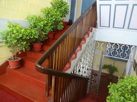 Andy's Guest House: staircase