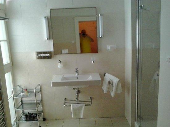 Hotel Ambassador Kosice - Single Deluxe - Bathroom