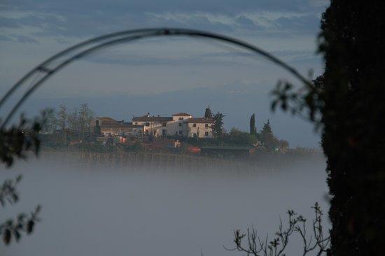 Il Borghetto di San Gimignano Agriturismo: Uitzicht 's morgens, naast de receptie.