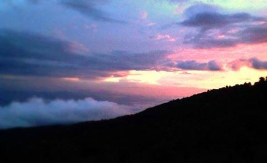 Poas Lodge and Restaurant: sunset