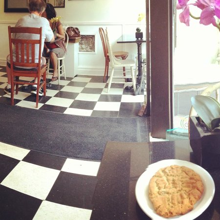 Miss Lily's Cafe: Excellent homemade cookies