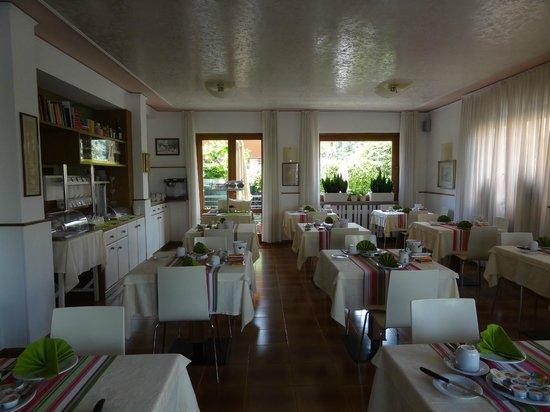 Hotel Erika: Elegant Dining Room.
