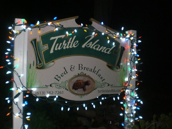 Turtle Island Bed and Breakfast: Panneau