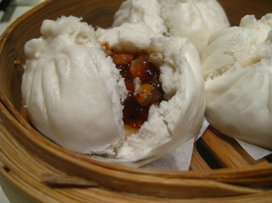 Lei Garden Restaurant Houston Centre : The flour white skin of Cha Siu Bao is soft and spongy. It is an outstanding dim sum.