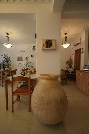 Castro Hotel Kamari: Breakfast room