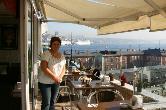 Hürriyet Hotel: terace of hotel
