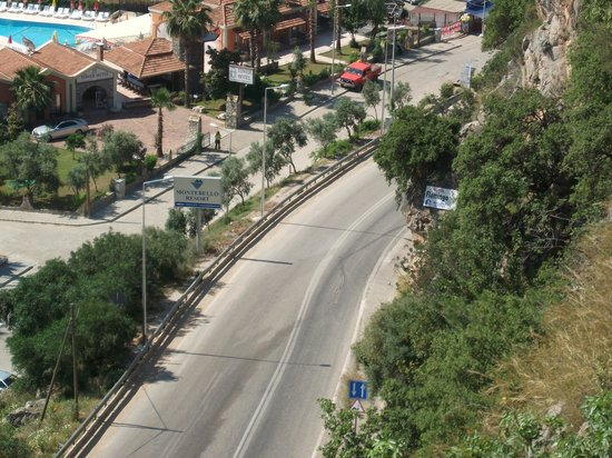 Belle Vue Hotel: View of road to Oludeniz