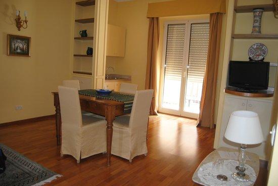 Residenza Villa Titina: soggiorno- cucina