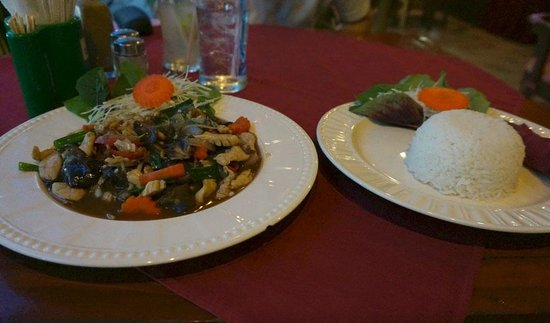 Aye's Restaurant: Our Thai selction, fresh and copious