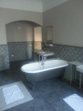 Hotel L'Iglesia : salle de bain années 30