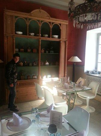Hotel L'Iglesia : salle à manger et moulins café...