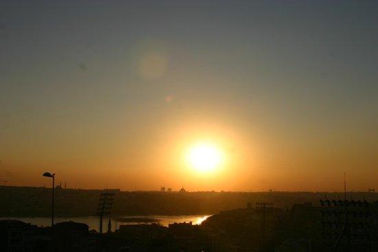 Hürriyet Hotel: sunset in istambul