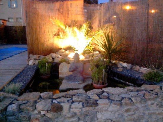 Au Paradis Cathare : fontaine