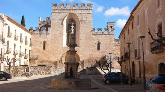 Reial Monestir de Santes Creus: La entrada