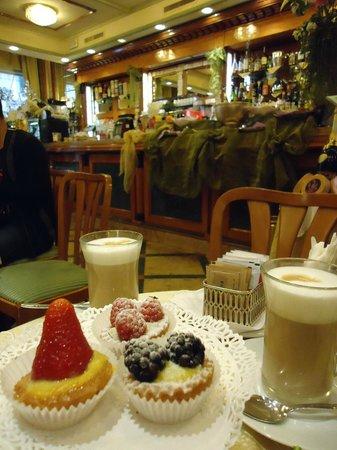 Caffe Dell' Opera: Вкусные сладости к кофе
