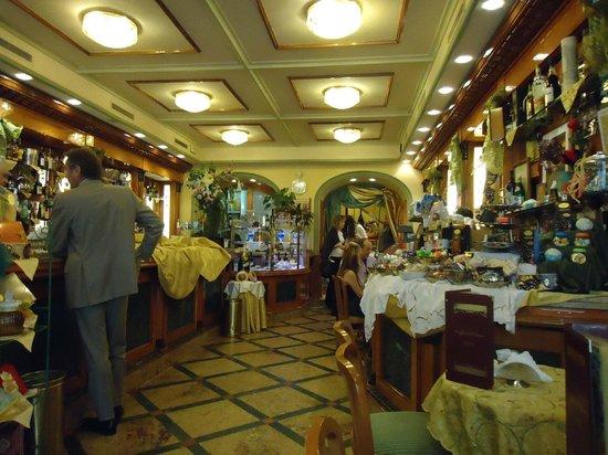 Caffe Dell' Opera: Зал ресторана на 1 этаже