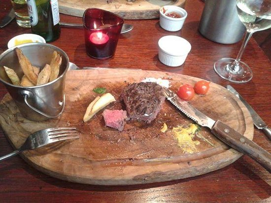 Silk Room Restaurant & Champagne Bar: My perfectly cooked steak almost gone!
